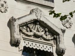 Fenêtres d'un immeuble de l'avenue Maréchal Foch : détail