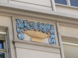 À l'angle de l'avenue Maréchal Foch et de la rue Tronchet : détail de l'immeuble