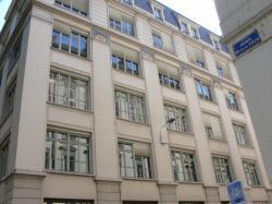 A l'angle de l'avenue Maréchal Foch et de la rue Tronchet
