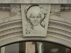 Bas-relief sur le linteau d'une porte