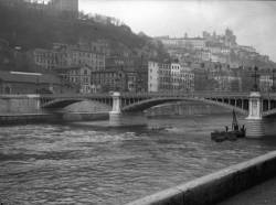 [Le Pont d'Ainay]