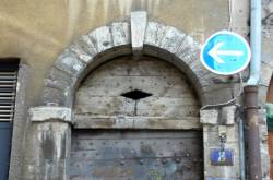 [8 rue de Gadagne : porte et imposte]