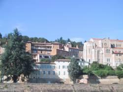 Trévoux et l'église Saint Symphorien vues de la Saône