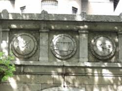 Prisons Saint-Paul et Saint-Joseph : fronton de l'entrée