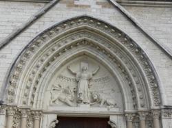Église Sainte-Blandine : bas relief du portail