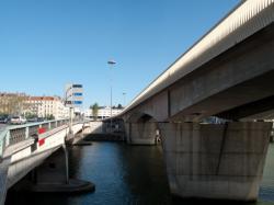 Le pont de l'autoroute vu depuis le pont Kitchener