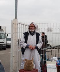 Marché du pont de Cusset : quêteur