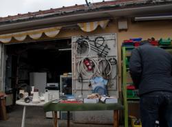 Marché du pont de Cusset : marchand d'électroménager d'occasion