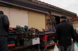 Marché du pont de Cusset : marchand d'outillage d'occasion