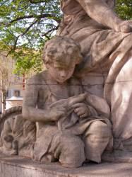 Statue allégorique sur la place Carnot