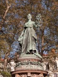 Place Carnot : statue de la République