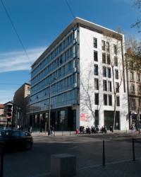 Immeubles de bureaux vus depuis la place des Archives