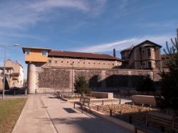 La prison vue depuis la place des Archives