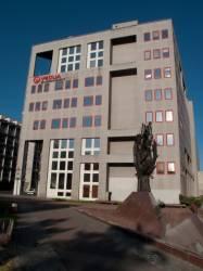 Immeuble Véolia et sculpture de la Société Suisse