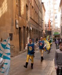 Fête des Pennons dans la rue de Gadagne