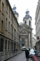 Rue Marcel Rivière menant à l'Hôtel-Dieu