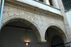 Hôtel Croppet : arc avec pendentif