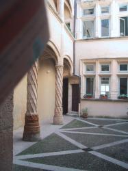 Cour des Fleurons