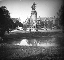 Le monument à la République, place Carnot