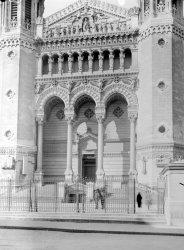 Entrée de la Basilique de Fourvière