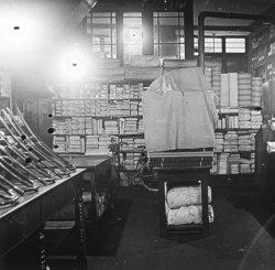 Intérieur d'un magasin de tissus (Soie)
