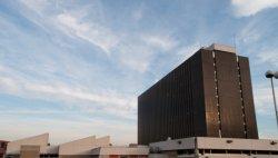 La Bibliothèque de la Part-Dieu : les toits et le bâtiment du silo vus du parking du Centre commercial