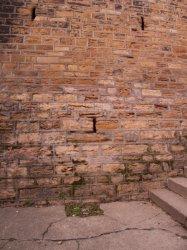 Rue Magneval, détail du mur d'enceinte du Fort Saint-Laurent