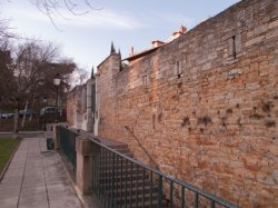 Le Fort Saint-Laurent : détail du mur d'enceinte
