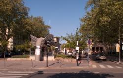Hôpital Edouard-Herriot : l'entrée principale et la station de métro Grange-Blanche