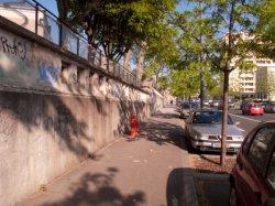 Hôpital Edouard-Herriot : le mur d'enceinte sur l'avenue Rockefeller