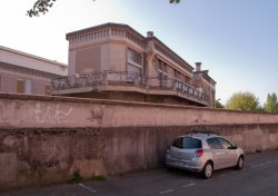 Hôpital Edouard-Herriot : le mur d'enceinte sur la rue Viala