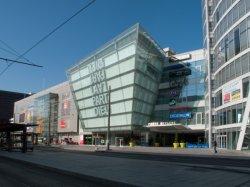 Les deux entrées du Centre commercial de la Part-Dieu vu du boulevard Vivier-Merle