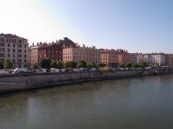 Le marché du quai des Célestins vu depuis Passerelle du Palais de justice