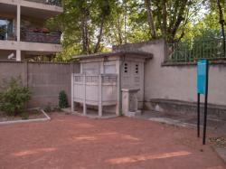 Le square de la Roseraie à Villeurbanne : les pissotières