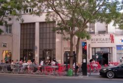 Un café restaurant sur l'avenue Henri-Barbusse