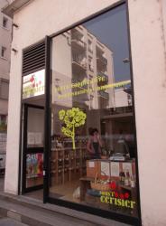 Une épicerie sur la rue Michel Servet