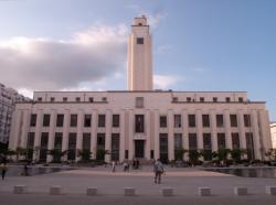 L'Hôtel de ville vu depuis la place Lazare-Goujon