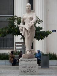 Le Monument aux morts sur la place Lazare-Goujon