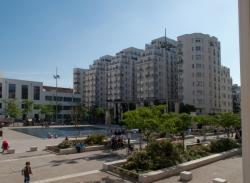 Logements des Gratte-Ciel vu depuis la place Lazare-Goujon