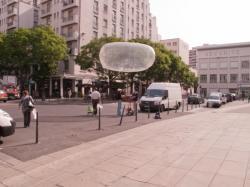 """L'équipe du projet """"Utopies Réalisées"""" sur l'avenue Aristide-Briand"""