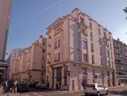 La Résidence Michel-Servet vue depuis la rue Michel-Servet