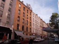 Des immeubles anciens sur la rue Paul-Verlaine