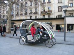 Deux rickshaws rue de la République