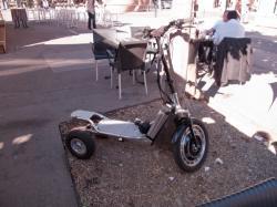 Un tricycle électrique quai des Célestins