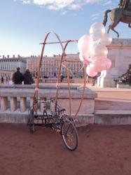 Un tricycle personnalisé place Bellecour
