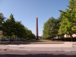 Le Parc du Centre et la cheminée depuis la rue Francis de Pressensé