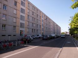 Un immeuble rue Billon en bordure du Parc du Centre