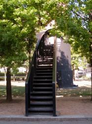 Le Parc du Centre et la cheminée vus depuis la rue Billon