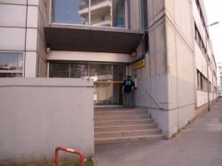 Bureaux de La Poste vus depuis la rue Hippolyte-Kahn