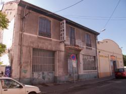 Une salle des ventes fermées dans un immeuble voué à la démolition rue Léon-Chomel